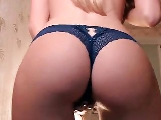 Solo blonde pissing babe pumps her arse