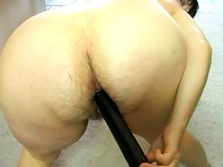 Old woman fucks her hairy asshole