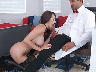 Concupiscent experience being done for busty Lexi Luna
