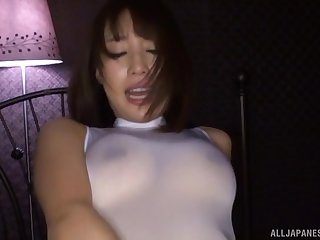 Ayami Shunka loves getting the brush mouth filled with cum