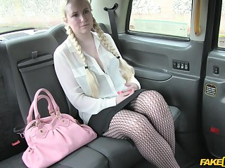 Blonde chick moving down to her boyfriend gets fucked by the taxi-cub driver