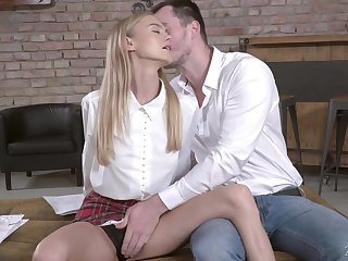 Sizzling blond mistake pass up gives a great blowjob and gets her slit nailed