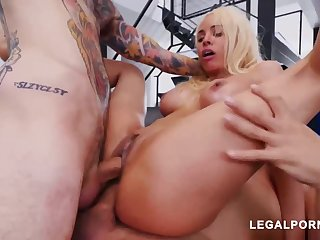 Luna Starlet is a immense culo light-haired ungentlemanly who loves to get doublefucked, until she ejaculates
