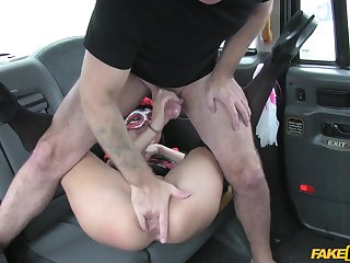 Man almost fucked horny client on the up seat