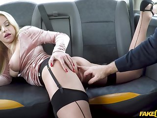 Busty woman gets laid on be imparted to murder back seat